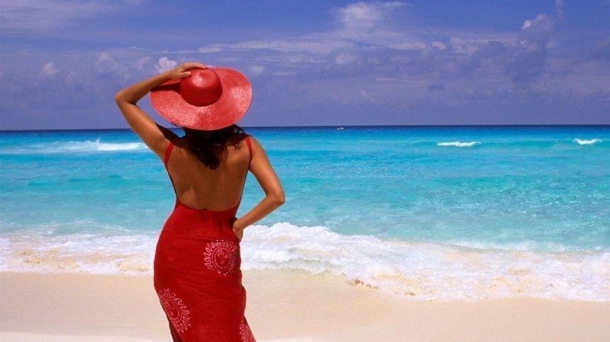 Чтобы попасть напляжи заграничных курортов, туристам предстоит небольшой квест.