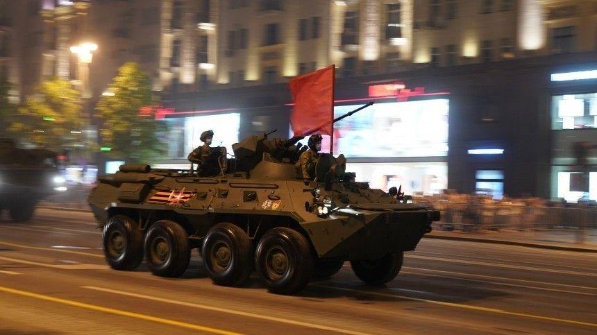 Почувствовать брусчатку Красной Площади: кадры ночной репетиции Парада Победы