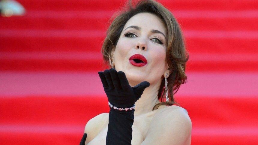 Как Дарья Мороз поддерживает красоту волос? Спомощью какого средства Наталья Водянова выделяет глаза?