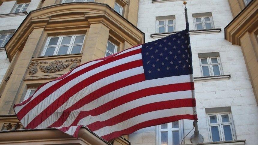 Политолог назвал причину приостановки выдачи виз посольством США в РФ