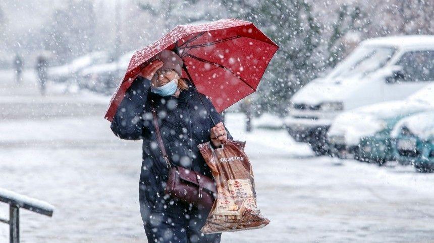 На Сахалине из-за снежного урагана несколько районов оказались без света  видео
