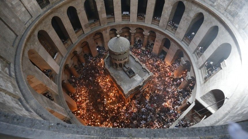 ВХрам Христа Спасителя вМоскве огонь прибудет квечернему пасхальному богослужению.