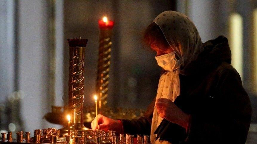 Главные пасхальные мероприятия, потрадиции, проходят вКазанском кафедральном соборе ивХраме Христа Спасителя.