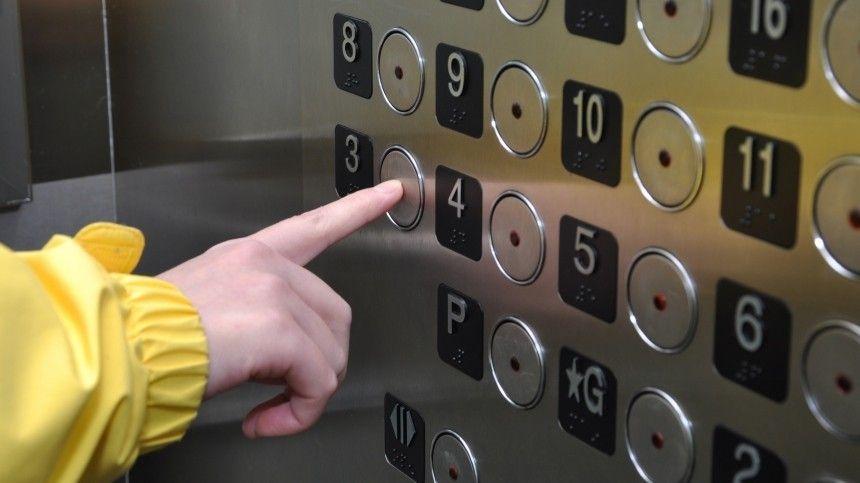 Неизвестный в Самаре избил и ограбил ребенка в лифте  видео