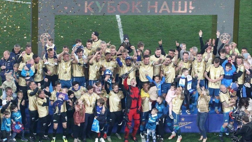 Петербуржцы разгромили москвичей, завершив матч сосчетом 6:1, истав чемпионами России пофутболу.