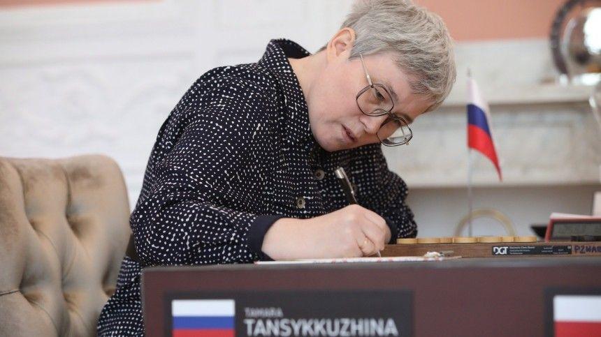 Вовремя одной изфинальных игр порешению Всемирного антидопингового агентства состола был убран российский триколор.