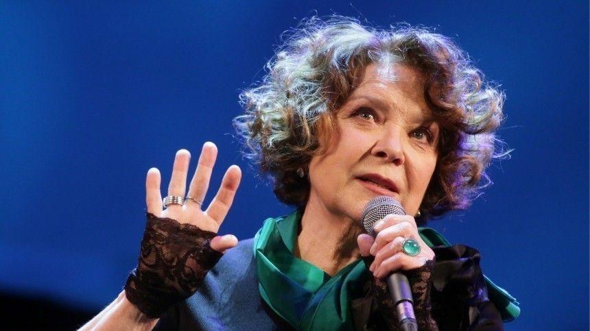 Хожу, но не пою: госпитализированная Голубкина рассказала о самочувствии