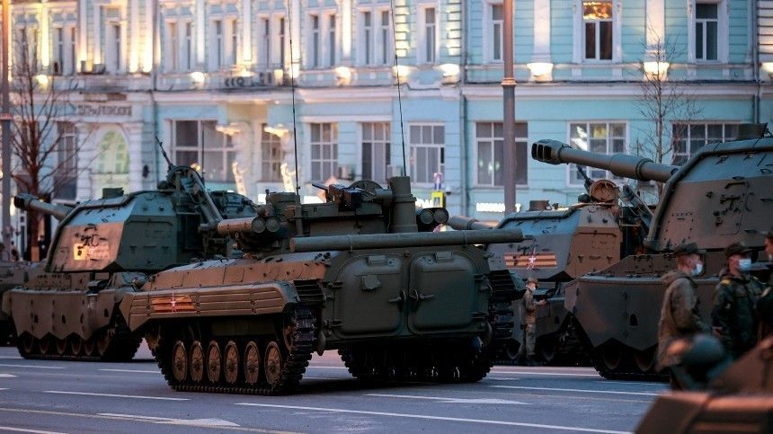 Видео: военная техника направилась к Красной площади для репетиции Парада Победы