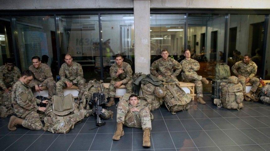 Вместе самериканскими бойцами ввысадке приняли участие военные 16-й десантно-штурмовой бригады армии Великобритании.