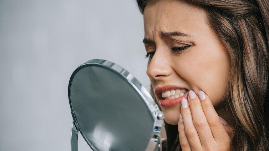Косметический химик-технолог Анна Шарова рассказала 5-tv.ru, чего категорически нельзя делать, если хотите сохранить белизну зубов.