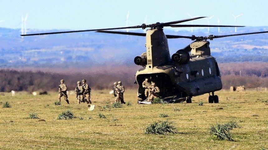 Американских военнослужащих госпитализировали после операции повысадке нааэродроме Нурмси.