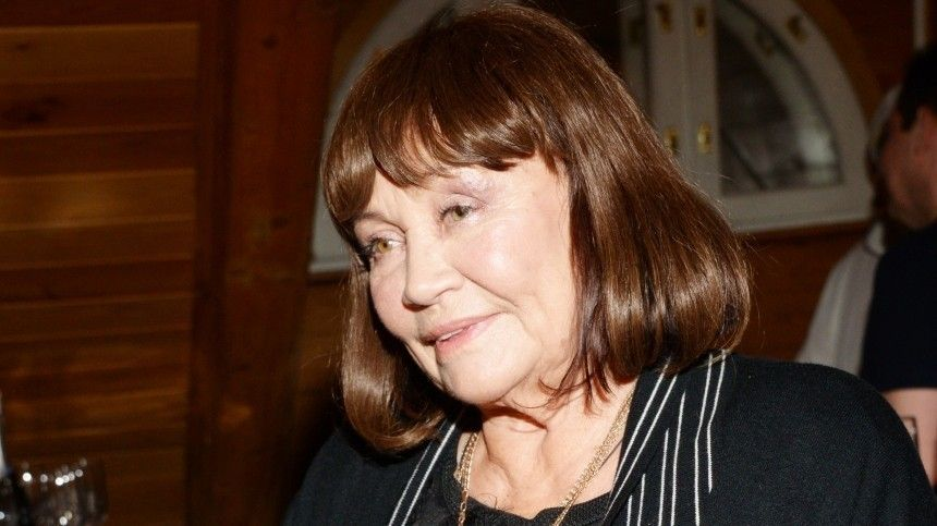 Год назад оператор Валерий Шувалов, закоторым актриса была замужем, умер откоронавируса.