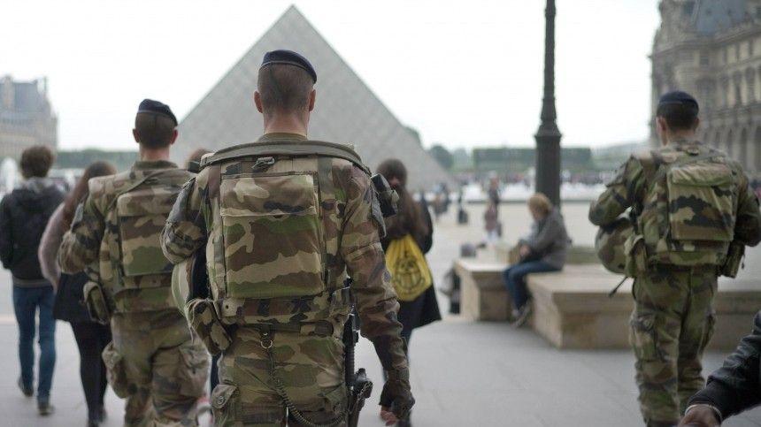 Таким образом военнослужащие поддержали генералов взапасе, ранее заявивших обугрозе «распада» страны.
