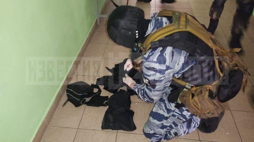 Поверсии следствия, убить девять человек мог 19-летний Ильназ Галявиев. Вближайшее время суд изберет ему меру пресечения.