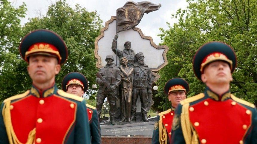 Наторжества вЛуганске прибыли делегации изРоссии, Южной Осетии, Абхазии иДНР.
