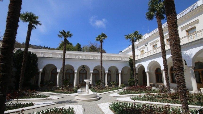Последняя, летняя резиденция Николая второго— стала первым иединственным вмире крестьянским санаторием вЦарском дворце.