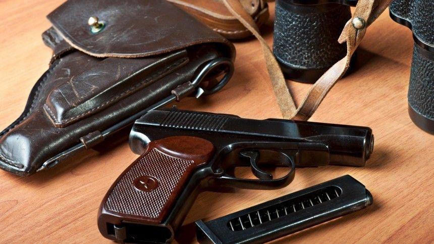 Президент подчеркнул, необходимость повысить требования квладельцам оружия иусилить ответственность тех, кто выдает лицензии.