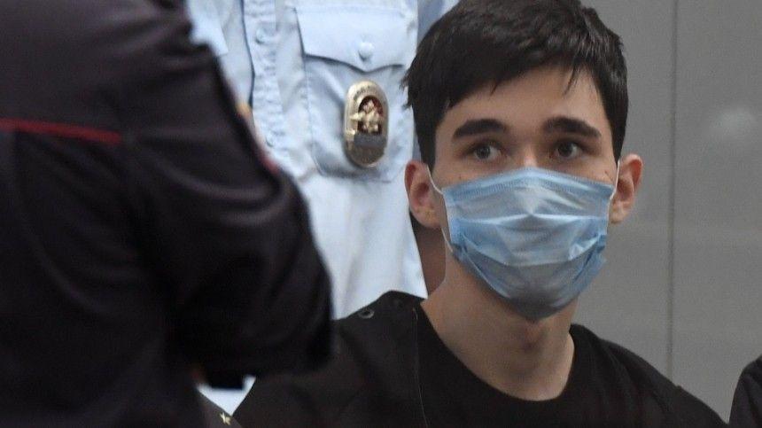 Известно, что обвиняемый заставил родителей ибрата съехать изквартиры ипочти необщался ссемьей.