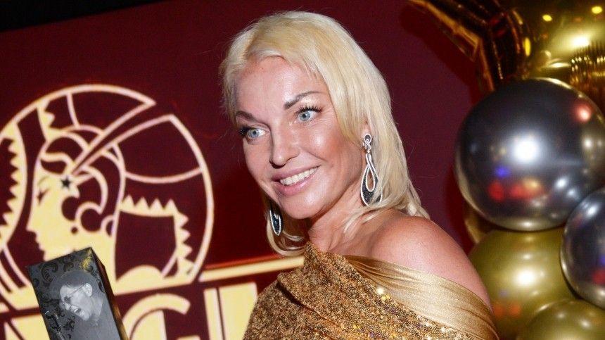 Эпатажная балерина девять месяцев интриговала подписчиков, инаконец представила имсвоего «священного Олега».