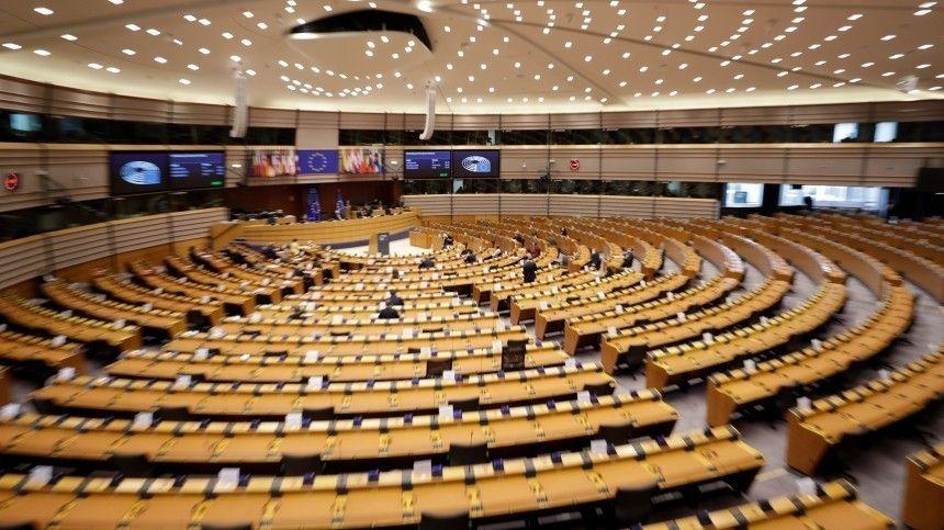 Зарубежные парламентарии предлагают непризнавать новый созыв Госдумы, который еще даже невыбран.