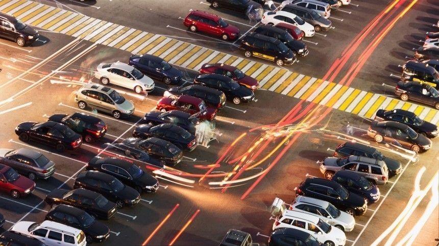 Эксперты сомневаются, что новый сервис облегчит водителям поиск свободных мест напарковке.