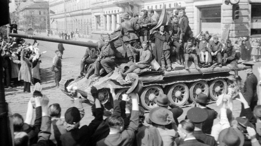 Заслон фальсификаторам: Минобороны рассекретило документы об освобождении Праги
