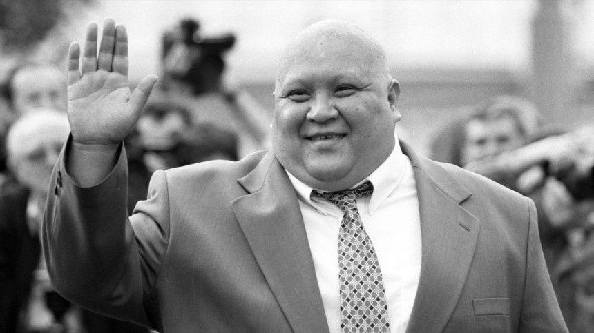 Известный актер умер ввозрасте 55 лет отостановки сердца вТбилиси, где участвовал всъемках фильма.