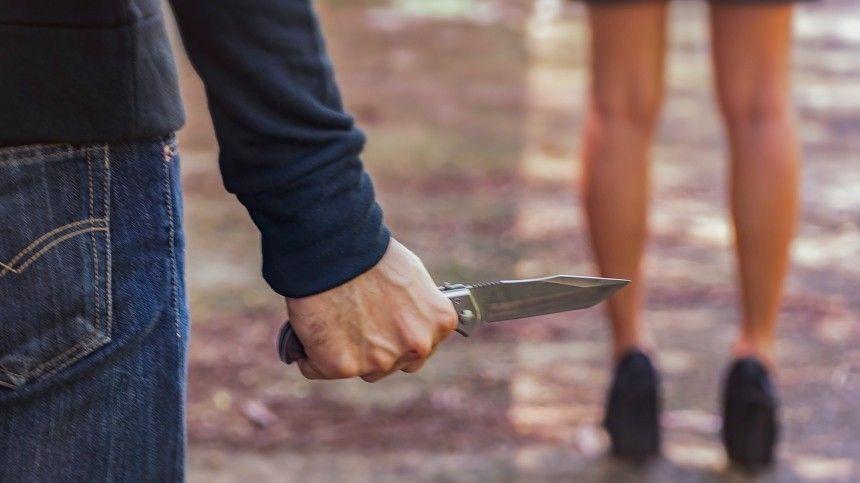 Неизвестный с ножом изнасиловал школьницу под Москвой во время пробежки в лесу