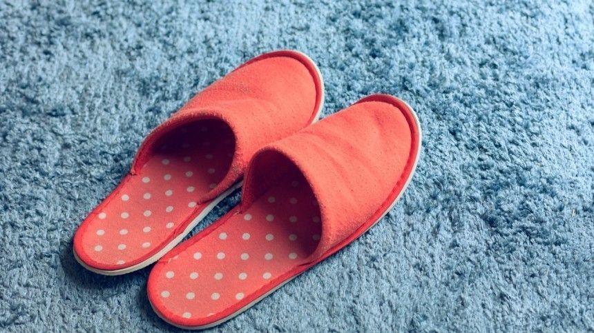 Чем опасна обуви сплоской подошвой? Почему эксперты рекомендуют тапочки спробковой подошвой?