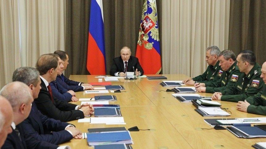 Путин: Россия продолжит модернизацию армии и флота на фоне внешних угроз