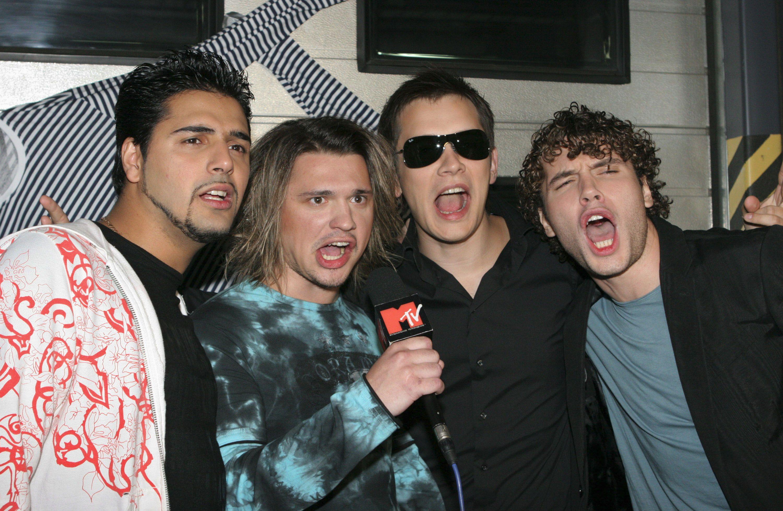 Реалити-шоу оначинающих музыкантах впервые вышло вэфир в2002 году.