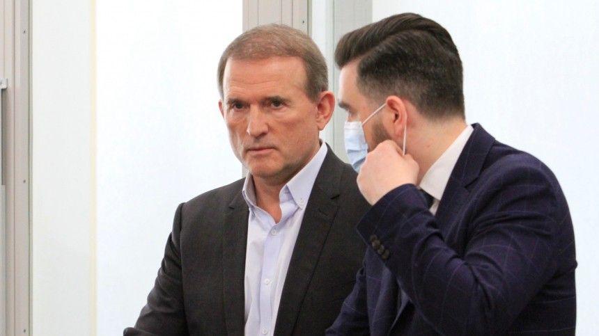 Как утверждают авторы ролика, украинский политик якобы обсуждал спредставителями российской власти поставки угля наУкраину изДНР иЛНР.