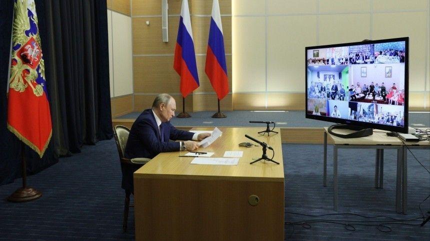 Владимир Путин предложил главе Сургутнефтегаза помочь многодетным семьям
