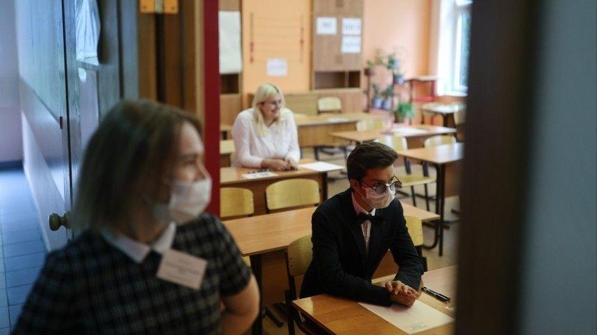 Выпускники сдают Единый государственный экзамен по русскому языку