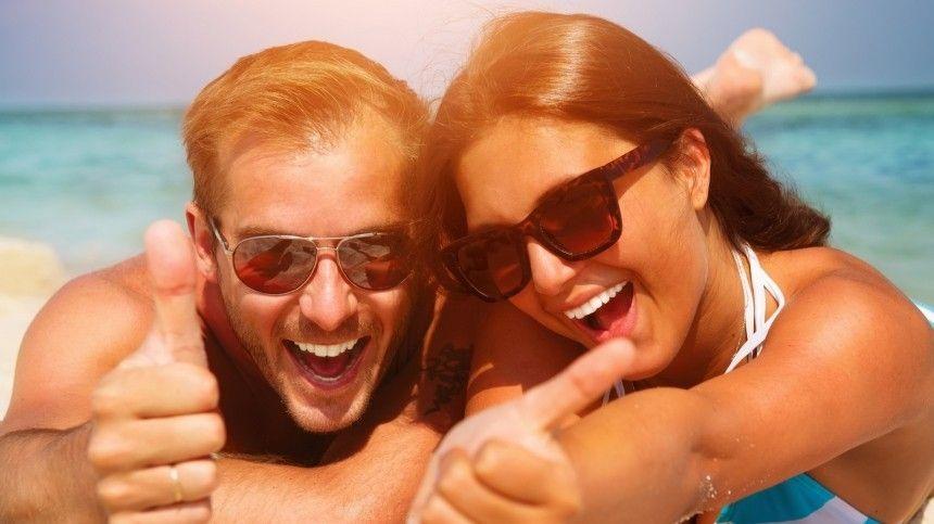 Орисках тех, кто носит очки без ультрафиолетового блока только «для красоты», рассказала врач-офтальмолог Татьяна Шилова.