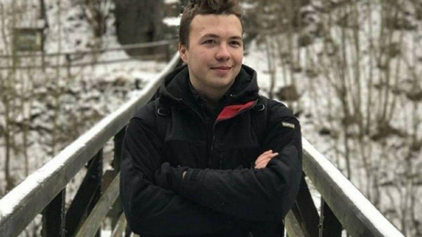 Видео: Протасевич заплакал во время интервью белорусскому телеканалу