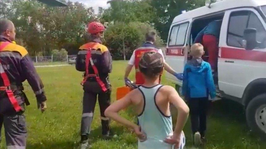 Видео чудесного спасения мальчика в тайге под Екатеринбургом и его встречи с отцом