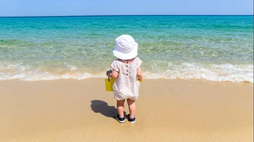Известный врач ителеведущий дал рекомендации кдетскому купанию, атакже отметил важные критерии оптимальной температуры морской воды.