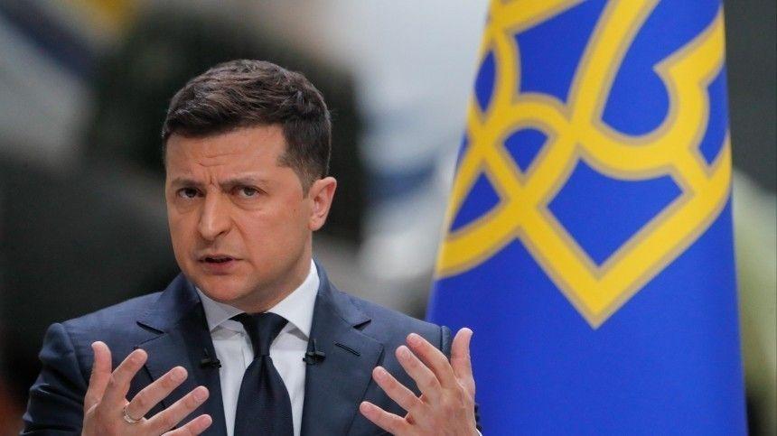 Вероятно, подчиненные украинского лидера досих пор незнают, как пишется его фамилия наанглийском языке.