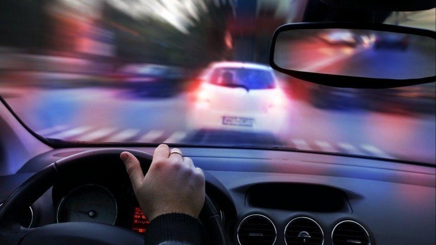 В Тыве пьяный водитель зажал инспектора стеклом авто и прокатил