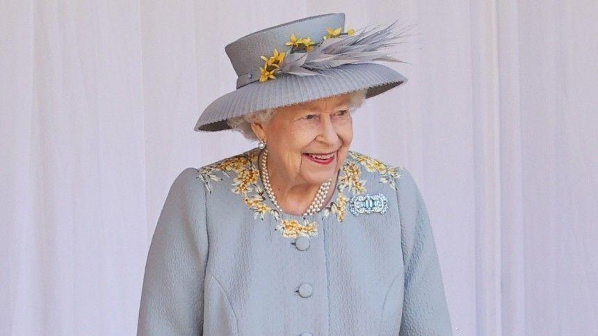 Видео: В честь официального дня рождения Елизаветы II в Виндзоре устроили парад