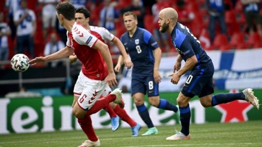 Встреча была приостановлена после того, как хавбек датской сборной Эриксен потерял сознание иупал нагазон.