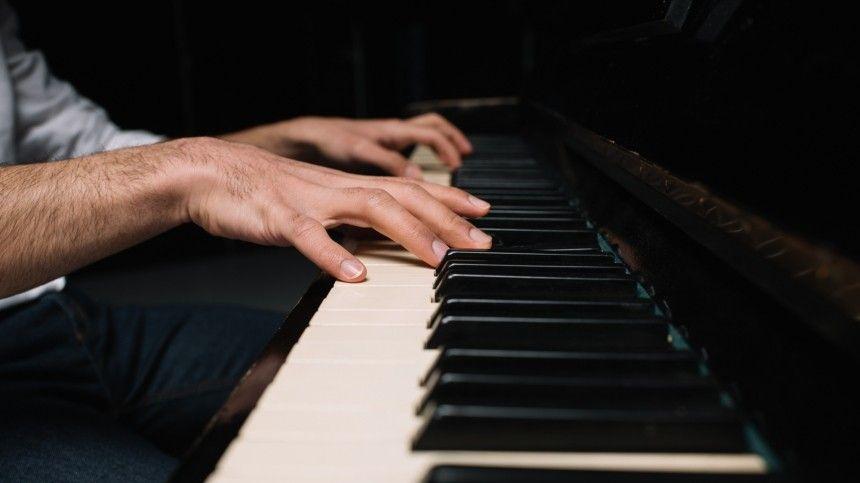 Фортепиано, скрипка, флейта— все слилось воедино. Завиртуозным исполнением произведений отечественных композиторов наблюдали изразных уголков страны.