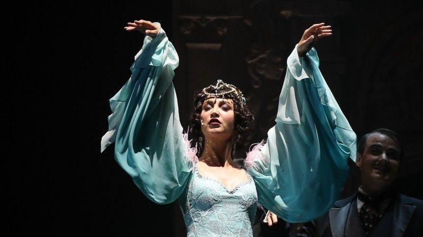 Постановка «Чудесный грузин» сучастием звезды «Дома-2» стала главным иодновременно самым скандальным событием театральной Москвы.