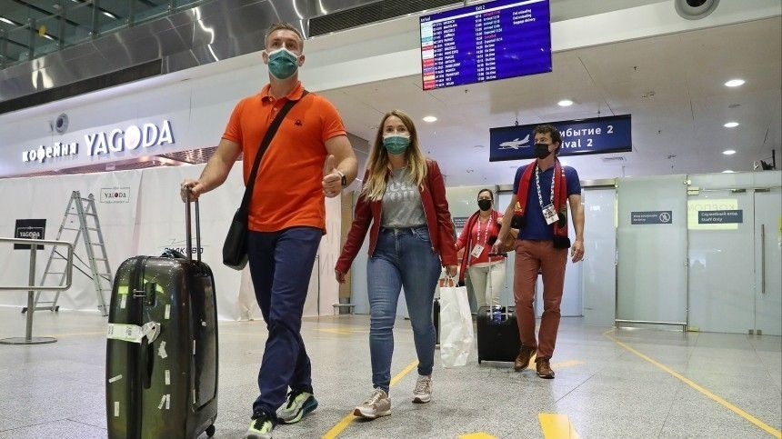 Ваэропорт «Пулково» прибыла организованная группа болельщиков изВаршавы.