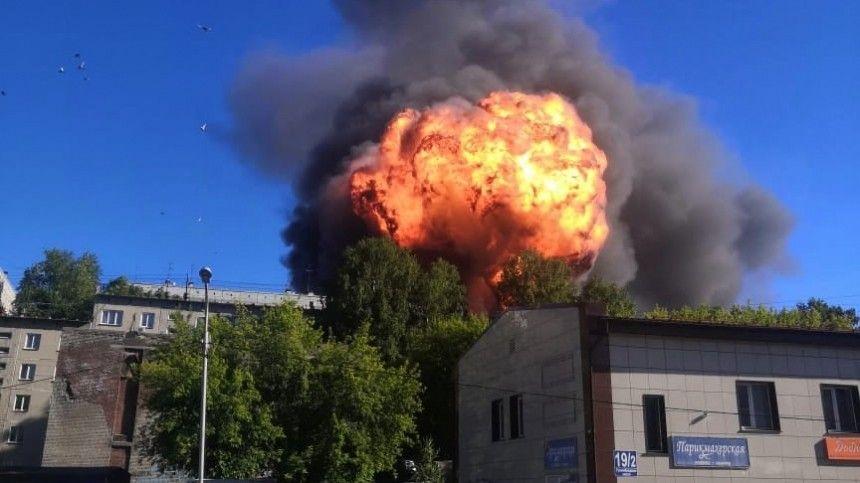 Региональный МЧС предупреждает, что продолжается детонация резервуаров сжидким топливом.