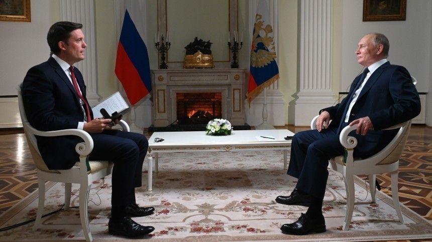 Глава государства подчеркнул, что его судьба тесно связана ссудьбой России ирухнуть все, как предположил журналист NBC, водночасье внашей стране неможет.