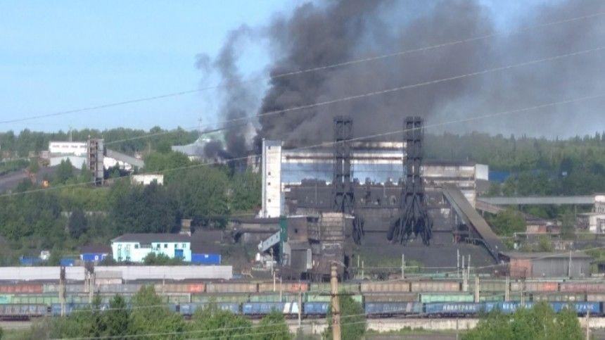 В Кузбассе загорелось здание угольной обогатительной фабрики  видео