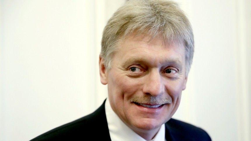 Пресс-секретарь Владимира Путина также объяснил временное отсутствие ежедневных брифингов сжурналистами.