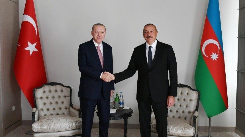Президент Азербайджана заявил освершении исторического события иназвал подписанный документ гарантом сотрудничества двух стран.